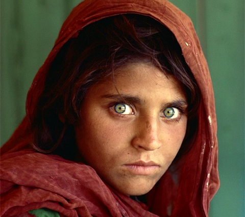 Steve McCurry's famous 1985 National Geographic photo of an Afghan war refugee